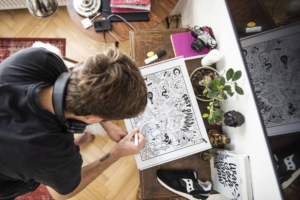 Cliente disegna su scatola postale eco white per saucony originals