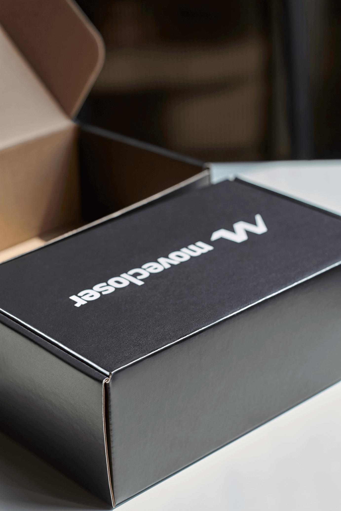 Move Closer förpackning - packhelp