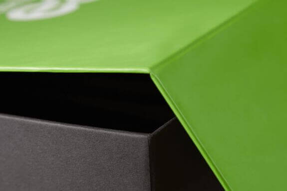 cutie magnetica verde
